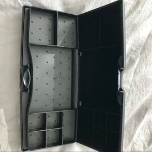 Hard plastic 2-sided travel jewelry case.Like new!